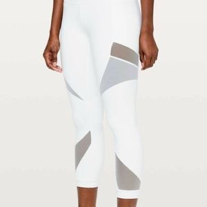 "Lululemon Mesh In Motion Crop 23"" White. Size 6."